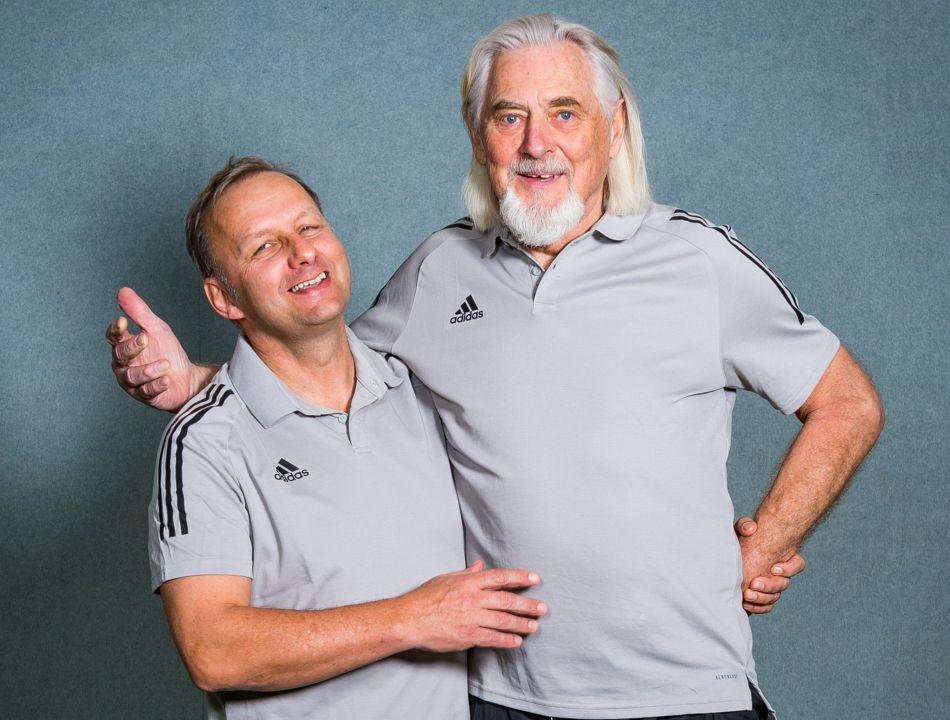 Cheftrainer Claus Bender Arm in Arm mit Sport Koordinator Rudi Sonnenbichler