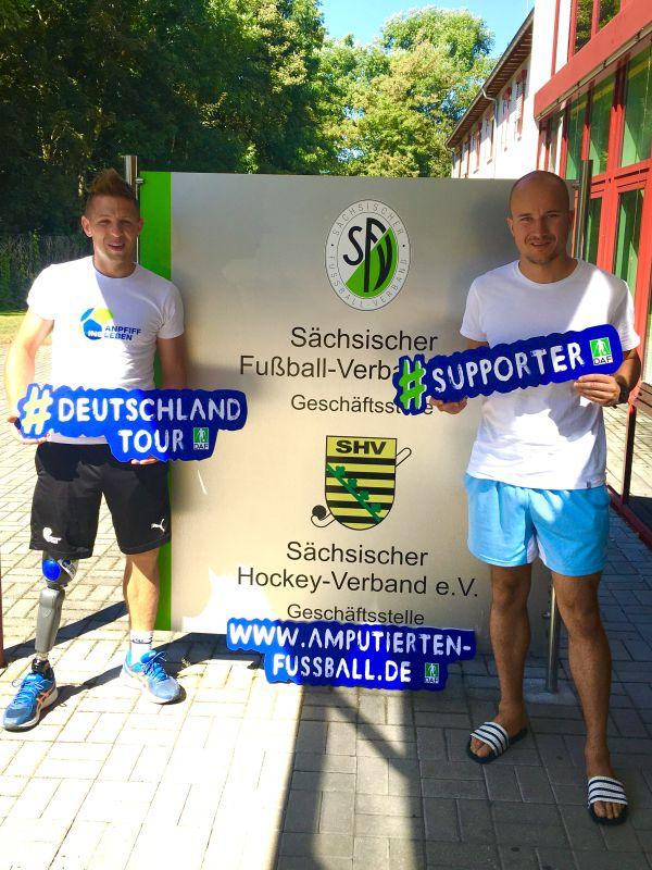 Christian Heintz und Erik Damisch vom Fußballverband Sachsen