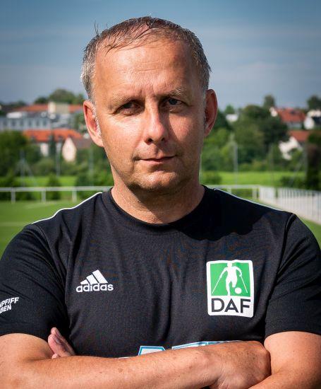 Einzelportrait Trainer Claus Bender
