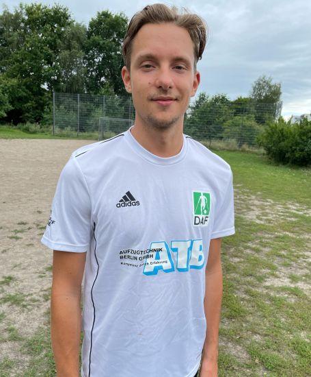 Einzelportrait Nationalspieler Simon Dornblüth